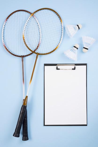 Badmintonmateriaal met klembordsamenstelling Gratis Foto