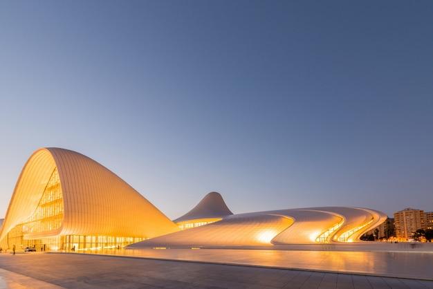 Baku 20 juli: heydar aliyev center op 20 juli 2015 in baku, az Premium Foto