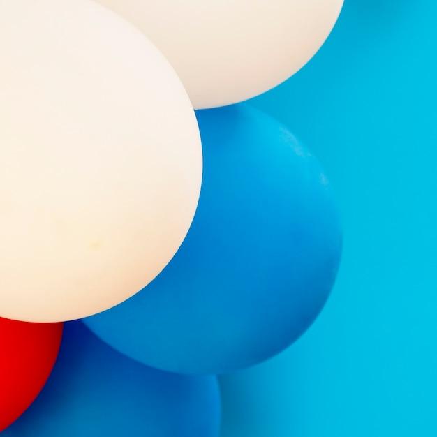 Ballonnen op blauw close-up als achtergrond Gratis Foto