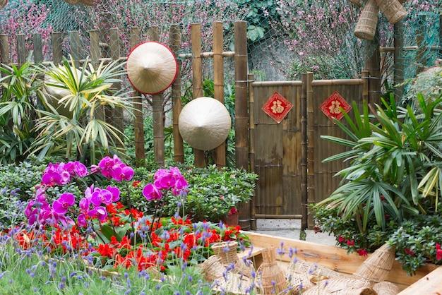 Bamboe deuren en hoeden in een chinese tuin Gratis Foto