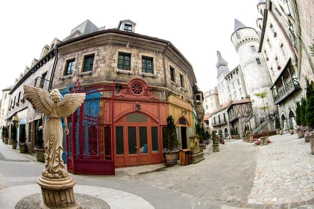 Banahellingen, mooi frans dorp in da nang, vietnam Premium Foto