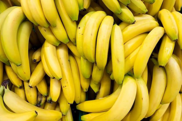 Bananenbrunch rijk aan calorieën, eiwitten en gezond vet. voor een gezonde levensstijl en veganistische, vegetarische voeding. Premium Foto