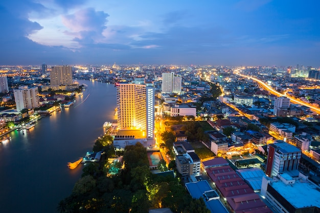 Bangkok in de schemering thailand Premium Foto