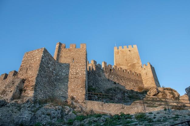 Banyeres van het middeleeuwse kasteel van mariola Premium Foto