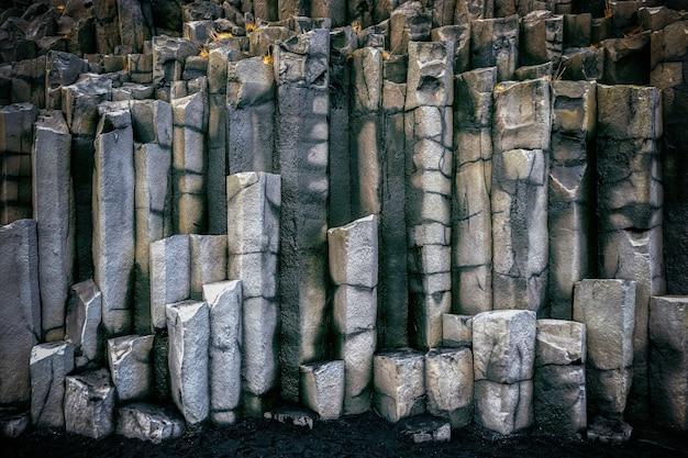 Basaltkolommen dichtbij vik, ijsland. Gratis Foto