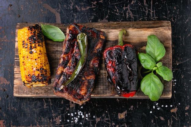 Bbq vlees en groenten Premium Foto