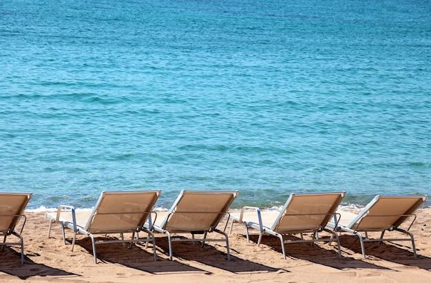 Beachfront met strandstoelen in cannes frankrijk Gratis Foto