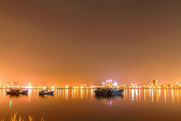 Beautiful and lighting at night in, danang, vietnam Premium Foto