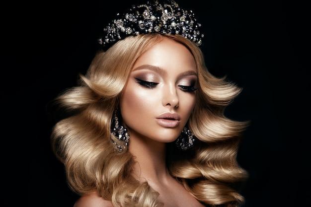 Beautyful meisje met lichte make-up Premium Foto