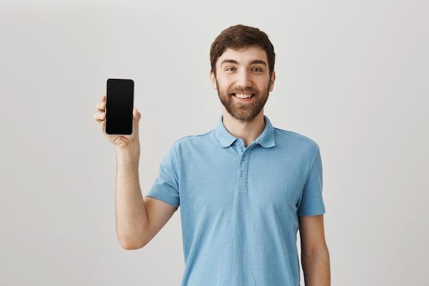 Bebaarde portret van een jonge kerel met blauwe t-shirt Gratis Foto