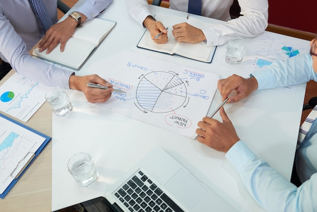 Bedrijfsleiders die vergadering hebben Gratis Foto