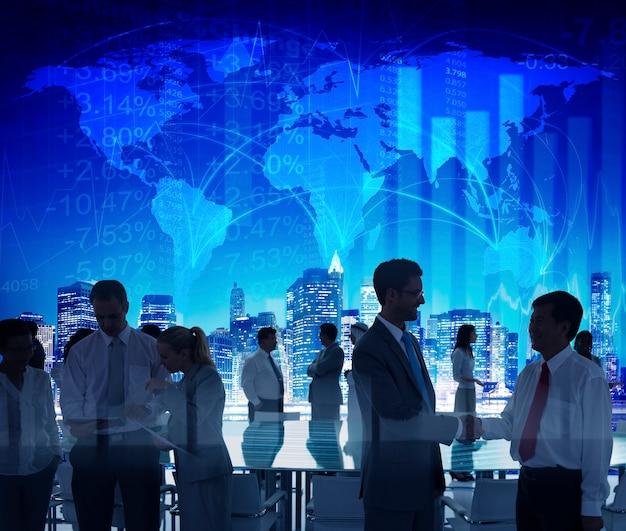 Bedrijfsmensen die conferentieseminarie ontmoeten die strategieconcept delen Gratis Foto
