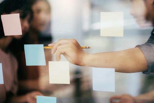 Bedrijfsplanning en brainstormen. Premium Foto