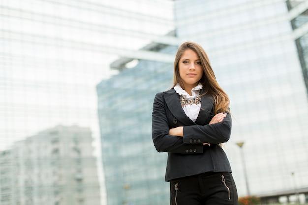 Bedrijfsvrouw voor de bureaubouw Premium Foto
