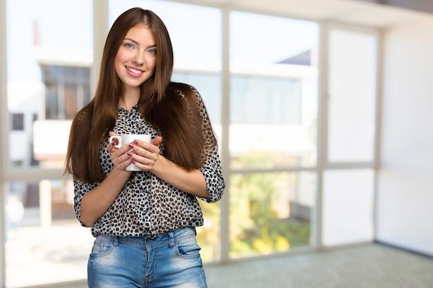 Bedrijfsvrouwenportret met kop Premium Foto