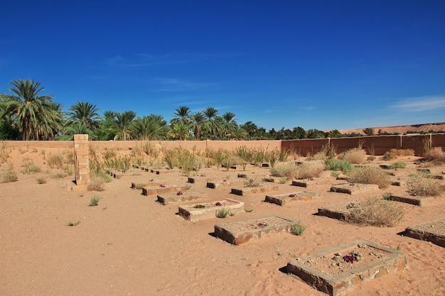 Begraafplaats in de sahara woestijn in het hart van afrika Premium Foto