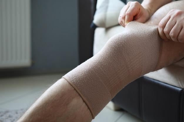 Behandeling van pijn en kraakbeenslijtageconcept Premium Foto