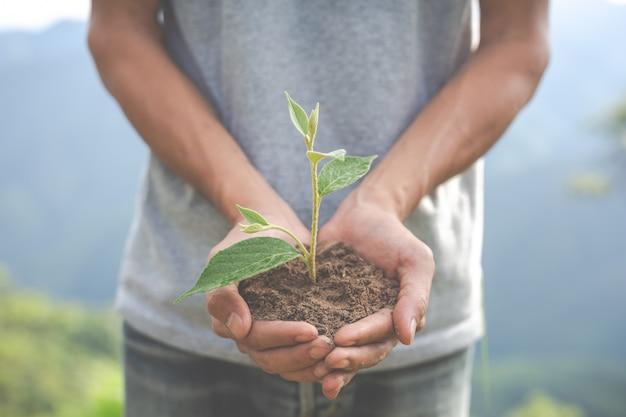Behoud van het milieu in de tuin voor kinderen. Gratis Foto