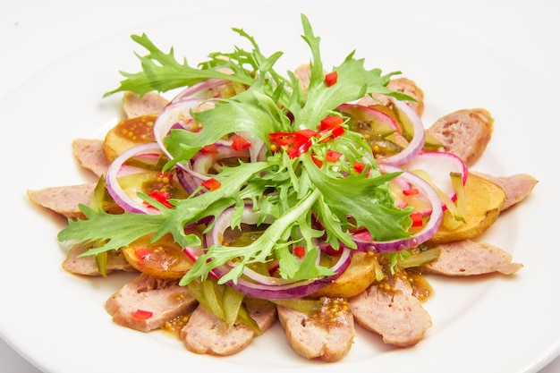 Beierse salade die op wit wordt geïsoleerd Gratis Foto