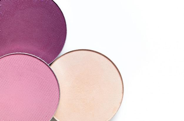 Beige en roze oogschaduw geïsoleerd op een witte achtergrond Premium Foto