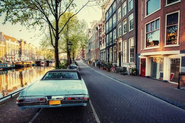 Bekijk een retro-auto. Premium Foto