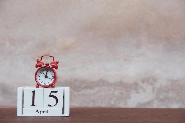 Belastingsdag met wekker Premium Foto