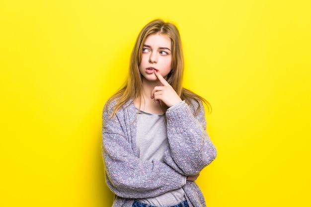 Beledigd tienermeisje geïsoleerd Gratis Foto