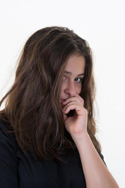 Benadrukt vrouw met hoofdpijn triest meisje Premium Foto