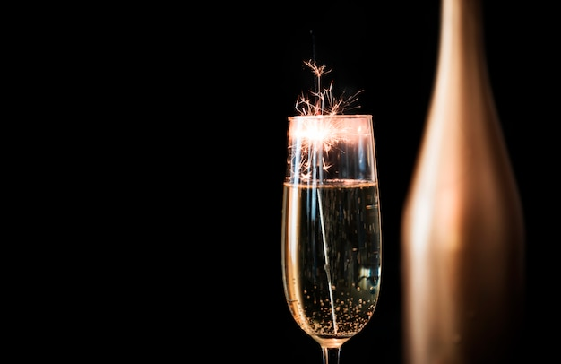 Bengalen vuur in champagneglas Gratis Foto