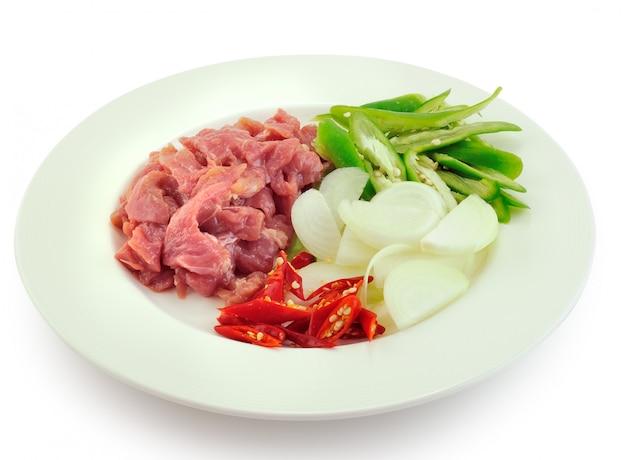 Bereid gebakken varkensvlees thais eten Premium Foto