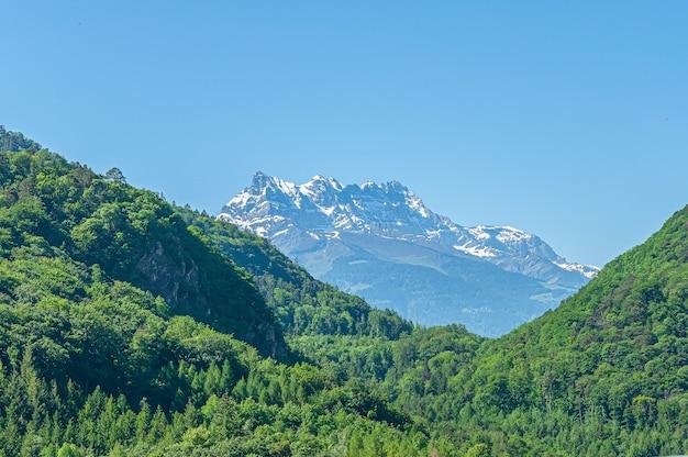 Berg dents du midi met meerdere toppen in zwitserland Gratis Foto