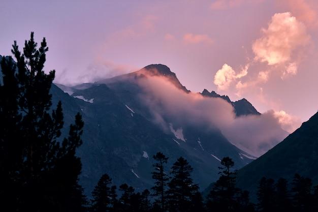 Bergen van de kaukasus bereik arkhyz, sofia meer, bergen beklimmen, wandelen Premium Foto