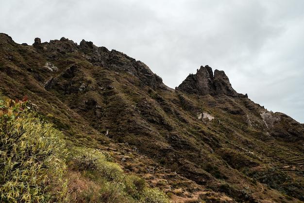Bergketen in het anaga country park Premium Foto