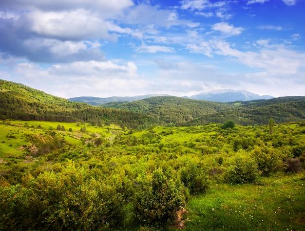 Bergpas in bewolkte dag. pyreneeën Gratis Foto