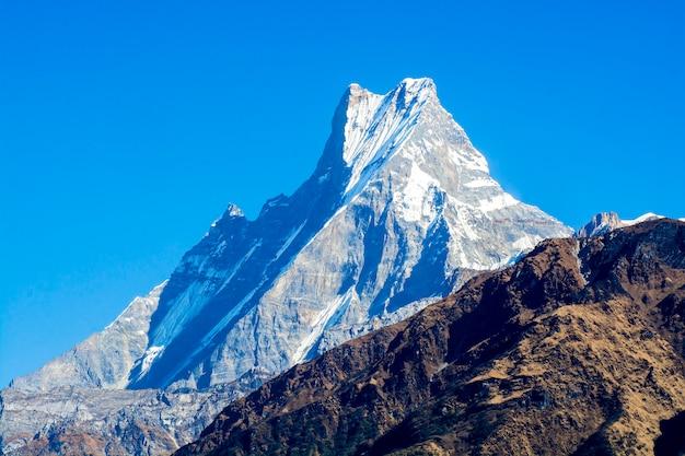 Bergtoppen met sneeuw Premium Foto