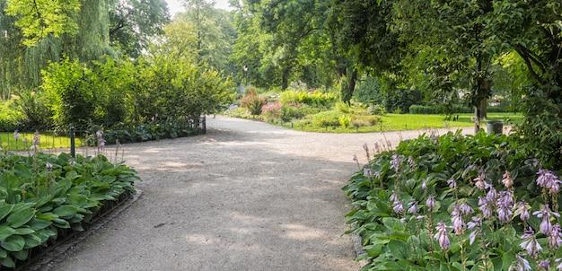 Bernardine gardens park in het centrum van vilnius Premium Foto