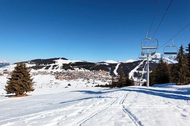 Beroemd bergstation in de alpen in frankrijk Gratis Foto