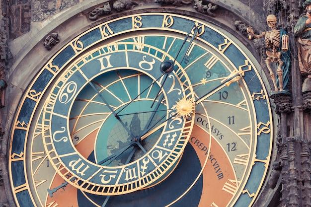Beroemde astronomische klok in praag Premium Foto