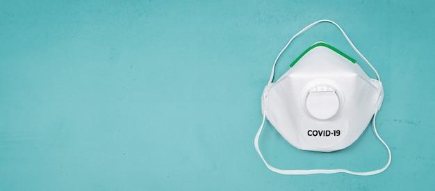 Beschermingsmasker ffp2 om coronavirus covid-19-infectie te voorkomen. kopieer ruimte Premium Foto