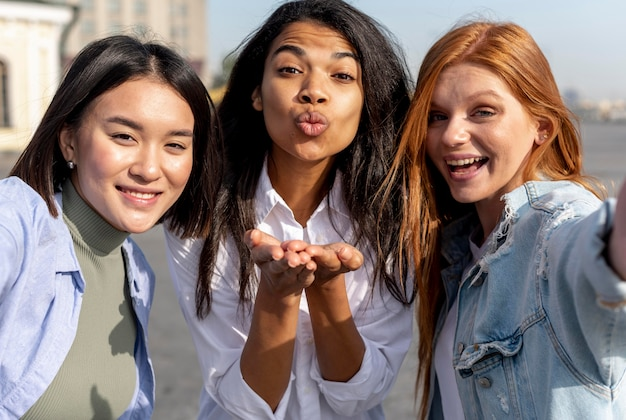 Beste vrienden die een selfie maken Gratis Foto
