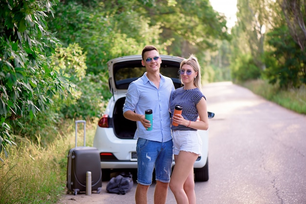 Beste vrienden reizen samen en maken plezier Premium Foto