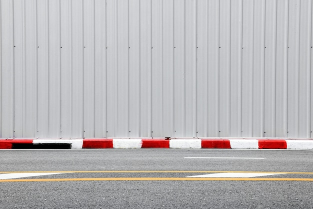 Betonweg - trottoir en trottoir rood-wit Premium Foto