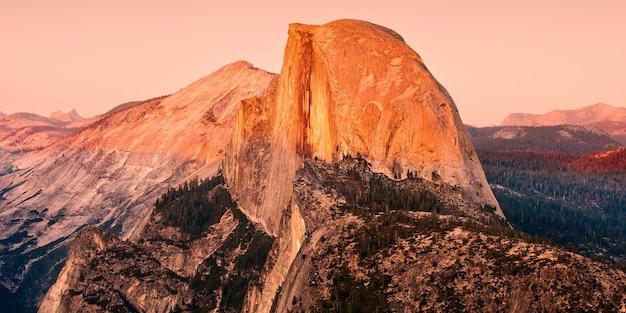 Betoverend landschap van een rotsformatie in yosemite national park, verenigde staten van amerika Gratis Foto