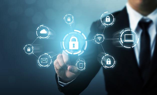 Beveilig netwerkbeveiligingscomputer en beveilig uw gegevensconcept. digitale misdaad door een anonieme hacker Premium Foto