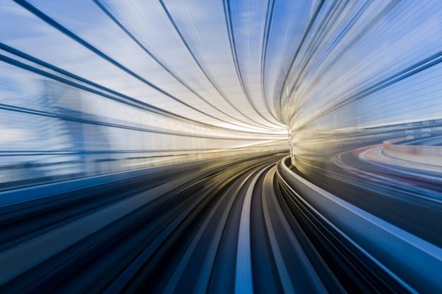 Bewegingsblauw van een japanse monorail Premium Foto