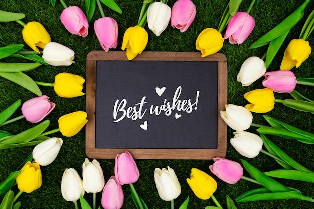 Bewerkbare groet sjabloon met tulpen Gratis Foto