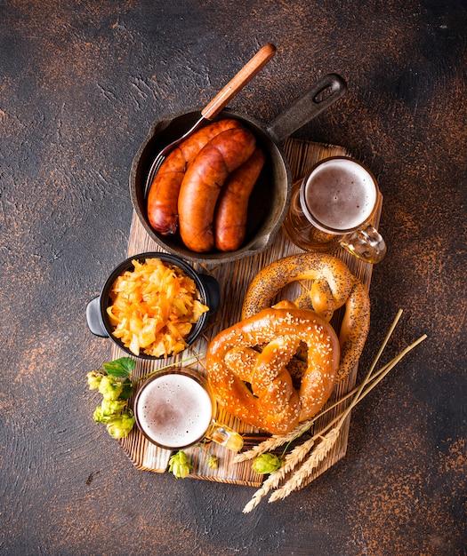 Bier, pretzels en beiers eten Premium Foto