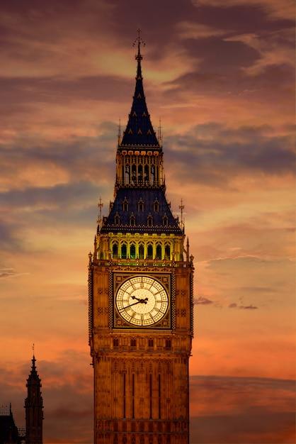 Big ben-klokketoren in de zonsondergang engeland van londen Premium Foto