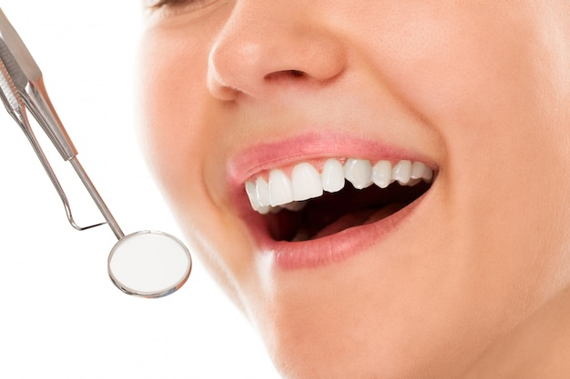 Bij een tandarts met een glimlach Gratis Foto