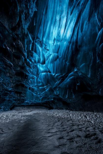 Binnen en ijshol in ijsland Premium Foto